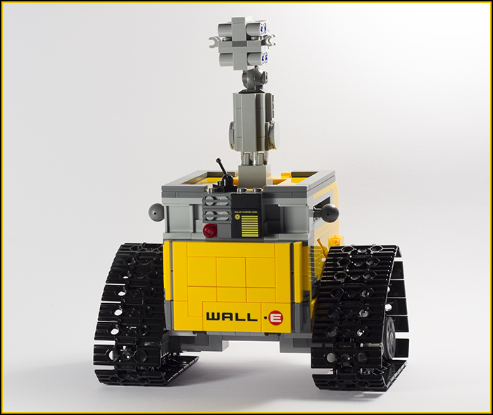 21303 Wall-E Review 16