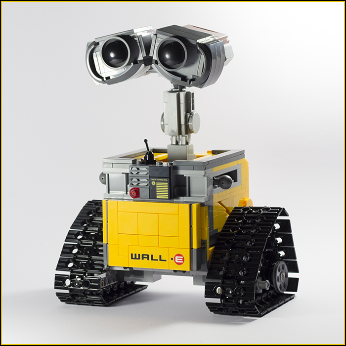 21303 Wall-E Review 19