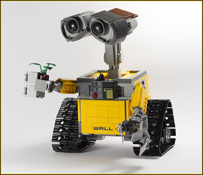 21303 Wall-E Review 23