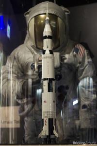 21309 Saturn V Planetarium10