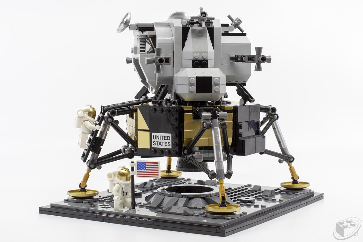 10266-apollo-11-lander02