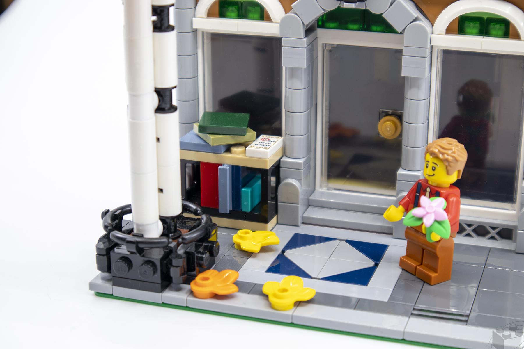 lego-bookshop-04